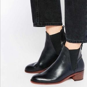 HUDSON LONDON BLACK LEATHER Compound Chelsea Boot